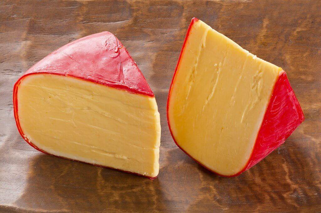 Colores rojos, amarillos y naranjas característicos del queso Gouda