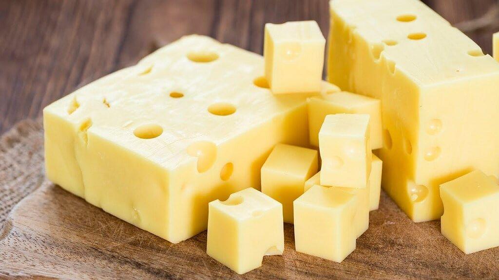 El queso emmental puede reemplazar al Pategrás en picadas gourmet