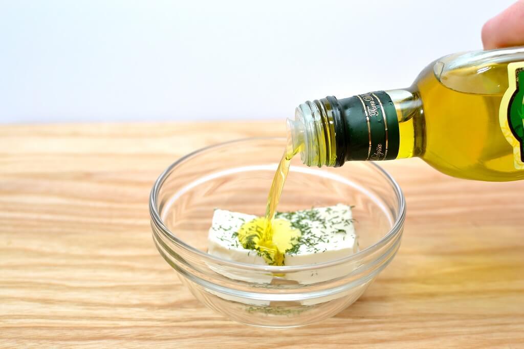 Queso feta y aceite de oliva, una combinación exquisita